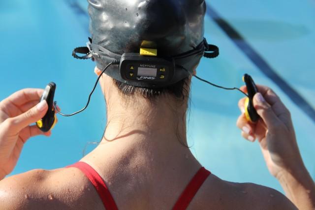 auriculares piscina