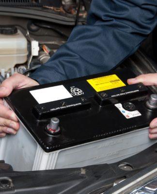 cómo funciona una batería de arranque.