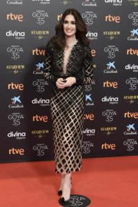 vestido negro ceñido